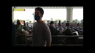 Karishma Tanna and Tusshar Kapoor Spotted at the Airport   SpotboyE