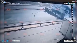 Two trucks collide head-on in shockingly satisfying road accident.