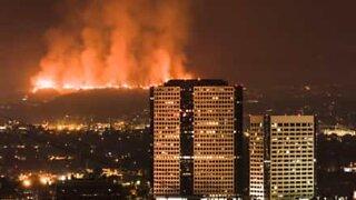 Os incêndios mais destruidores da Califórnia filmados em time-lapse