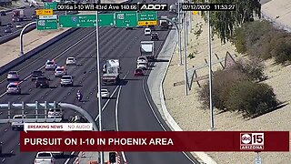 Vehicle loses tire during police pursuit on Phoenix freeway