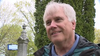 Door county volunteers decorate 1,400 graves for Memorial Day
