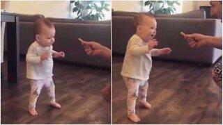 Potetchips inspirerte baby til å ta sine første skritt