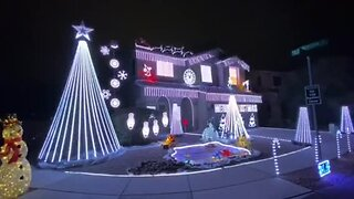 Tucsonan shares Christmas spirit through elaborate light show