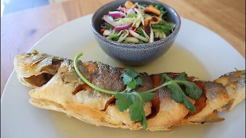 How to make Thai fried fish with green mango salad (Par Tod Yum Mamung)