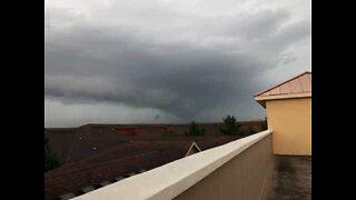 Cidadão filma aproximação de tornado no Texas