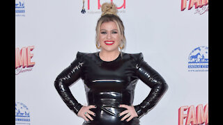 Kelly Clarkson loves homemade Christmas gifts