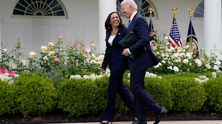 President Biden Gives a Tour of the White House Without Wearing a Mask