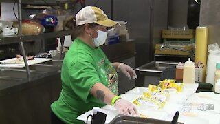 We See You: Local restaurant donates meals to health care workers despite struggling to stay afloat