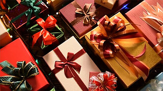 5 Tips for Wrapping Christmas Presents