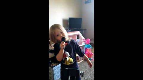 Toddler pop-star!