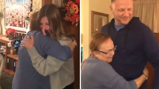 Man surprises his mom after being apart for over a year