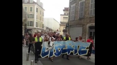 20/07/2021 SAINT-PAUL-DE-VENCE FRANCIA CONTINUANO LE PROTESTE