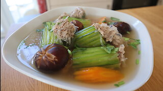 How to make Thai stuffed cucumber soup
