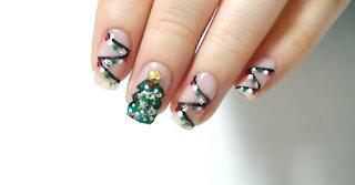 Self Nail Tip - Christmas tree and light bulb nail art
