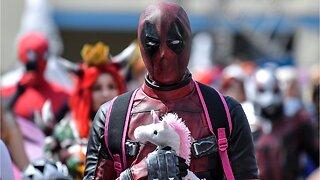 Deathstroke Compliments Ryan Reynolds In GEGGHEAD