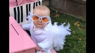 Lille pige elsker Elton John