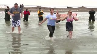 Special Olympics athletes take the plunge for a good cause