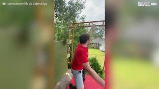 Faire du trampoline en talons hauts, pour lui c'est possible !