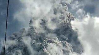 Impressive volcanic eruption in Indonesia