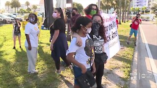 Dozens gather in Sarasota to peacefully protest Breonna Taylor's death in Kentucky