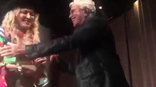 No Rio, Madonna se ajoelha para Caetano Veloso