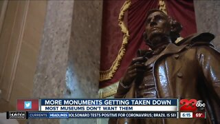 Where should monuments taken down be displayed?