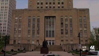 KCMO mayor introduces ordinances impacting city employees