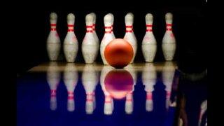 Hur man sparkar sig till en strike i bowling