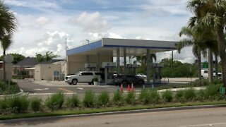 Woman killed during robbery attempt at Palm Beach Gardens gas station