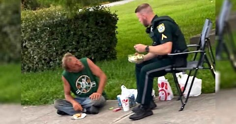 Officer And Homeless Man Shares Heartwarming Moment