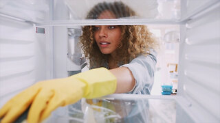 7 Steps to Cleaning Out Your Fridge
