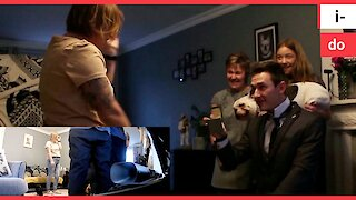 Couple get engaged using VIRTUAL REALITY
