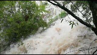 Rain causes flash flooding in Johannesburg (4N9)