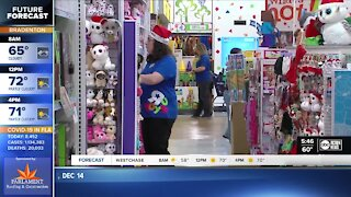 Shopping expert offers tips to save time and money during holiday rush
