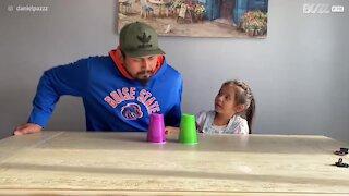 Pai confunde filha com truque de magia!