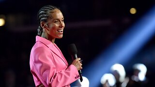 Alicia Keys Opens Grammys With Musical Tribute To Kobe Bryant