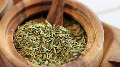 How to make Herbs de Provence at home