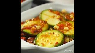 Zucchini au gratin with tomato sauce
