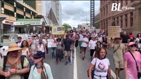 MASIVAS PROTESTAS ANTI-CONFINAMIENTO recorren el MUNDO ¡NO MÁS DICTADURA SANITARIA!