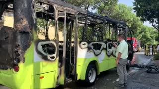 Incendio de un alimentador de Metrolínea controlado por los bomberos de Bucaramanga.