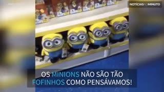 Minions perseguem homem em supermercado