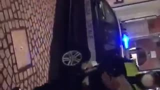 BALLA IL LIMBO CON LA POLIZIA LOCALE