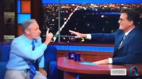 """Jon Stewart nous donne sans l'ombre d'un doute sa vision des """"Origines du Covid"""""""