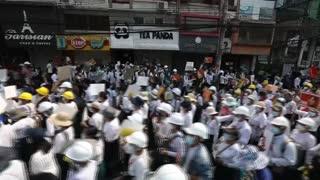 [Video] Protestas masivas contra el Ejército en Birmania