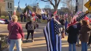 Patriots Sing National Anthem!!