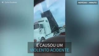 Motorista de caminhão desatento causa acidente impressionante