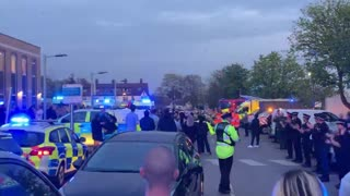 No Social Distancing As Cops And Crowds Cheer NHS Staff