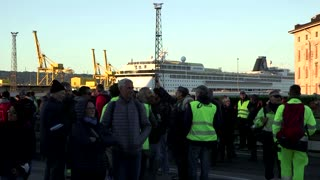 Workers block Italian port on COVID 'Green Pass' day