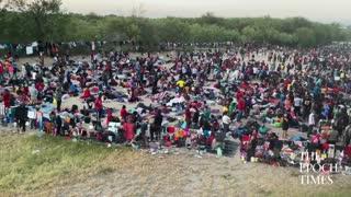 6,000 illegal immigrants under this international bridge in Del Rio