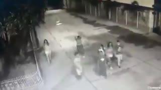 Cámara de seguridad grabó a las siete víctimas del accidente en Gaira antes de ser arrolladas